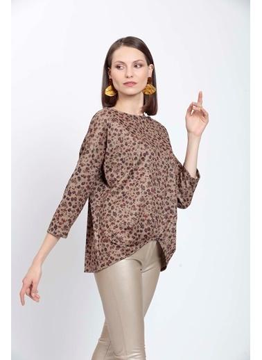 Vitrin Etek Ucu Pileli Çıtır Çiçek Desenli Bluz Camel